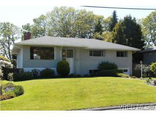Photo 1: 2547 Chelsea Pl in VICTORIA: SE Cadboro Bay House for sale (Saanich East)  : MLS®# 539432
