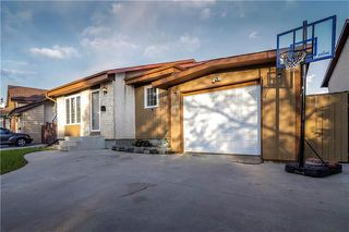 Photo 2: 209 Rose Hill Way in Winnipeg: Single Family Detached for sale (4L)  : MLS®# 1929134