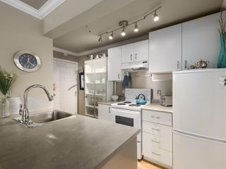 "Photo 7: 213 1940 BARCLAY Street in Vancouver: West End VW Condo for sale in ""Bourbon Court"" (Vancouver West)  : MLS®# R2473241"