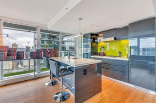 """Photo 7: 2306 777 RICHARDS Street in Vancouver: Downtown VW Condo for sale in """"TELUS GARDEN"""" (Vancouver West)  : MLS®# R2512538"""