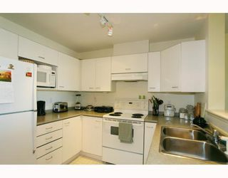Photo 3: 429 1252 TOWN CENTRE Boulevard in Coquitlam: Canyon Springs Condo for sale : MLS®# V785879