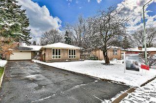 Photo 2: 29 Groveland Crescent in Toronto: Parkwoods-Donalda House (Bungalow) for sale (Toronto C13)  : MLS®# C4998949