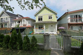 "Photo 1: 1053 E 15TH Avenue in Vancouver: Mount Pleasant VE House 1/2 Duplex for sale in ""MOUNT PLEASANT"" (Vancouver East)  : MLS®# V844128"