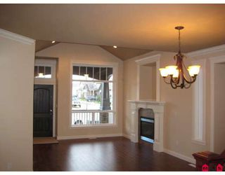 Photo 2: 7251 196A Avenue in Langley: Willoughby Heights House for sale : MLS®# F2910943