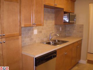 Photo 5: 301 1355 FIR Street: White Rock Condo for sale (South Surrey White Rock)  : MLS®# F1006037