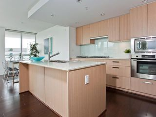 "Photo 5: 307 1675 W 8TH Avenue in Vancouver: Fairview VW Condo for sale in ""CAMERA"" (Vancouver West)  : MLS®# V842603"