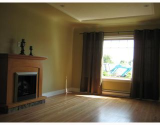 Photo 2: 4175 DUNDAS Street in Burnaby: Vancouver Heights House for sale (Burnaby North)  : MLS®# V771618