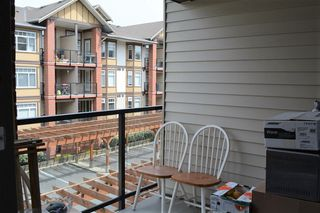 Photo 9: 322 5650 201A STREET in Langley: Langley City Condo for sale : MLS®# R2360178