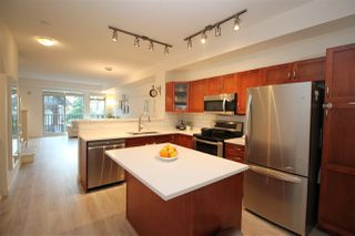 Photo 6: 4 55 HAWTHORN Drive in Port Moody: Heritage Woods PM Townhouse for sale : MLS®# R2395135