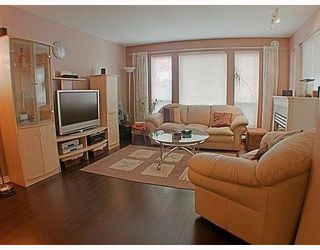 Photo 2: 302 7188 ROYAL OAK Avenue in Burnaby: Metrotown Condo for sale (Burnaby South)  : MLS®# V766688