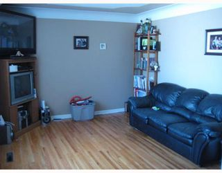 Photo 2: 332 BOWMAN Avenue in WINNIPEG: East Kildonan Residential for sale (North East Winnipeg)  : MLS®# 2912084