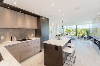 """Photo 9: 309 1470 PENNYFARTHING Drive in Vancouver: False Creek Condo for sale in """"HARBOUR COVE"""" (Vancouver West)  : MLS®# R2400302"""