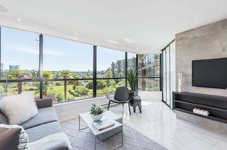 """Photo 5: 309 1470 PENNYFARTHING Drive in Vancouver: False Creek Condo for sale in """"HARBOUR COVE"""" (Vancouver West)  : MLS®# R2400302"""