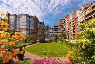 """Photo 19: 309 1470 PENNYFARTHING Drive in Vancouver: False Creek Condo for sale in """"HARBOUR COVE"""" (Vancouver West)  : MLS®# R2400302"""