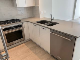 """Photo 4: 4003 1788 GILMORE Avenue in Burnaby: Brentwood Park Condo for sale in """"ESCALA"""" (Burnaby North)  : MLS®# R2402952"""