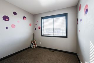 Photo 17: 819 Willowgrove Crescent in Saskatoon: Willowgrove Residential for sale : MLS®# SK789085