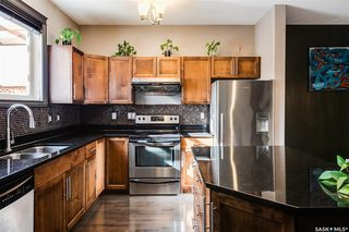 Photo 6: 819 Willowgrove Crescent in Saskatoon: Willowgrove Residential for sale : MLS®# SK789085