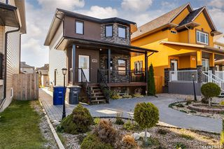 Photo 1: 819 Willowgrove Crescent in Saskatoon: Willowgrove Residential for sale : MLS®# SK789085