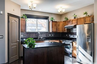 Photo 7: 819 Willowgrove Crescent in Saskatoon: Willowgrove Residential for sale : MLS®# SK789085
