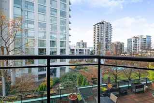 """Main Photo: 306 131 W 3RD Street in North Vancouver: Lower Lonsdale Condo for sale in """"SEASIDE LANDING"""" : MLS®# R2420058"""