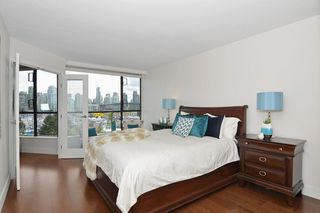 """Photo 9: 501 1470 PENNYFARTHING Drive in Vancouver: False Creek Condo for sale in """"HARBOUR COVE II"""" (Vancouver West)  : MLS®# R2451821"""