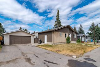 Photo 2: 1710 OLYMPIA Drive SE in Calgary: Ogden Detached for sale : MLS®# A1028799
