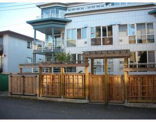 "Photo 1: 210 122 E 3RD Street in North_Vancouver: Lower Lonsdale Condo for sale in ""SAUSALITO"" (North Vancouver)  : MLS®# V775810"
