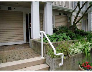 "Photo 2: 249 2565 W BROADWAY Street in Vancouver: Kitsilano Condo for sale in ""TRAFALGAR MEWS"" (Vancouver West)  : MLS®# V776963"