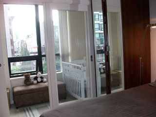 """Photo 6: 304 909 MAINLAND Street in Vancouver: Yaletown Condo for sale in """"YALETOWN PARK"""" (Vancouver West)  : MLS®# R2404966"""