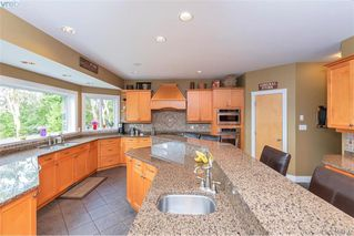 Photo 17: 713 Skyview Place in VICTORIA: Hi Western Highlands Single Family Detached for sale (Highlands)  : MLS®# 416792