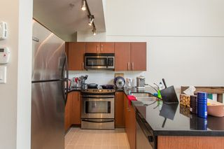 """Photo 6: 410 7339 MACPHERSON Avenue in Burnaby: Metrotown Condo for sale in """"Cadence"""" (Burnaby South)  : MLS®# R2463401"""