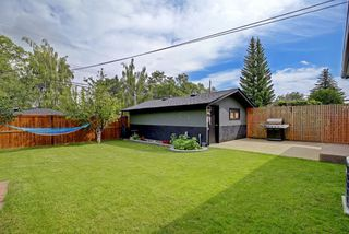 Photo 2: 22 ARMSTRONG Crescent SE in Calgary: Acadia Detached for sale : MLS®# A1015529