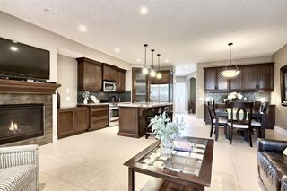 Photo 4: 3110 4A Street NW in Calgary: Mount Pleasant Semi Detached for sale : MLS®# A1059835