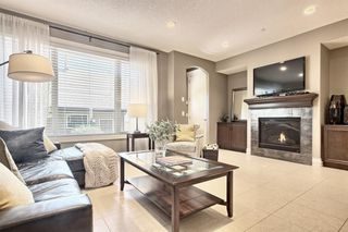 Photo 2: 3110 4A Street NW in Calgary: Mount Pleasant Semi Detached for sale : MLS®# A1059835