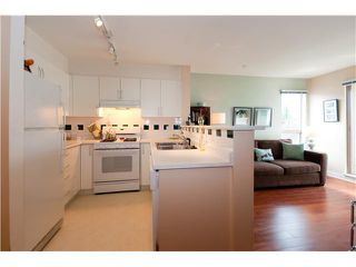 """Photo 3: 301 688 E 16TH Avenue in Vancouver: Fraser VE Condo for sale in """"VINTAGE EAST SIDE"""" (Vancouver East)  : MLS®# V834887"""