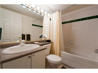 """Photo 5: 301 688 E 16TH Avenue in Vancouver: Fraser VE Condo for sale in """"VINTAGE EAST SIDE"""" (Vancouver East)  : MLS®# V834887"""
