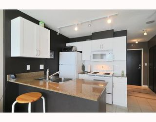 "Main Photo: 1216 933 HORNBY Street in Vancouver: Downtown VW Condo for sale in ""ELECTRIC AVENUE"" (Vancouver West)  : MLS®# V724284"