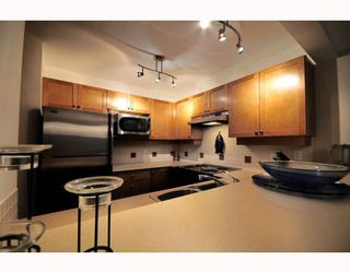 """Photo 3: 9 2375 W BROADWAY BB in Vancouver: Kitsilano Townhouse for sale in """"TALIESEN"""" (Vancouver West)  : MLS®# V755443"""