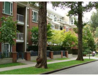 "Photo 1: 402 2628 YEW Street in Vancouver: Kitsilano Condo for sale in ""CONNAUGHT PLACE"" (Vancouver West)  : MLS®# V784003"