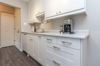 Photo 8: 303 2022 Foul Bay Rd in : Vi Jubilee Condo for sale (Victoria)  : MLS®# 859227