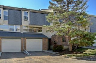Main Photo: 438 Brae Glen Crescent SW in Calgary: Braeside Row/Townhouse for sale : MLS®# A1050928