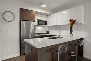 """Photo 5: 408 384 E 1ST Avenue in Vancouver: Strathcona Condo for sale in """"CANVAS"""" (Vancouver East)  : MLS®# R2519419"""
