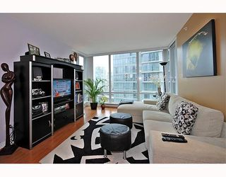 """Photo 3: 1701 1495 RICHARDS Street in Vancouver: False Creek North Condo for sale in """"AZURA 2"""" (Vancouver West)  : MLS®# V806188"""