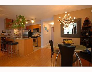 """Photo 1: 1701 1495 RICHARDS Street in Vancouver: False Creek North Condo for sale in """"AZURA 2"""" (Vancouver West)  : MLS®# V806188"""