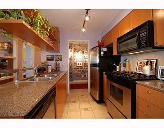 """Photo 4: 1701 1495 RICHARDS Street in Vancouver: False Creek North Condo for sale in """"AZURA 2"""" (Vancouver West)  : MLS®# V806188"""