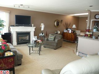 Photo 2: 15074 ROYAL Avenue: White Rock House for sale (South Surrey White Rock)  : MLS®# F1021776
