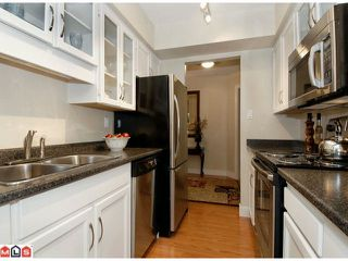 """Photo 4: 101 1458 BLACKWOOD Street: White Rock Condo for sale in """"Champlain Manor"""" (South Surrey White Rock)  : MLS®# F1022720"""