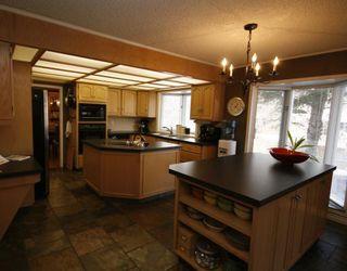 Photo 6: 448 WILLINGDON Boulevard SE in CALGARY: Willow Park Estates Residential Detached Single Family for sale (Calgary)  : MLS®# C3364830