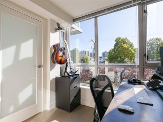 """Photo 6: 330 2008 PINE Street in Vancouver: False Creek Condo for sale in """"MANTRA"""" (Vancouver West)  : MLS®# R2412400"""