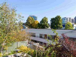 """Photo 5: 330 2008 PINE Street in Vancouver: False Creek Condo for sale in """"MANTRA"""" (Vancouver West)  : MLS®# R2412400"""